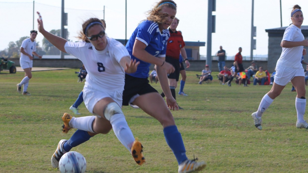 Hannah Brown starts  her run upfield to score